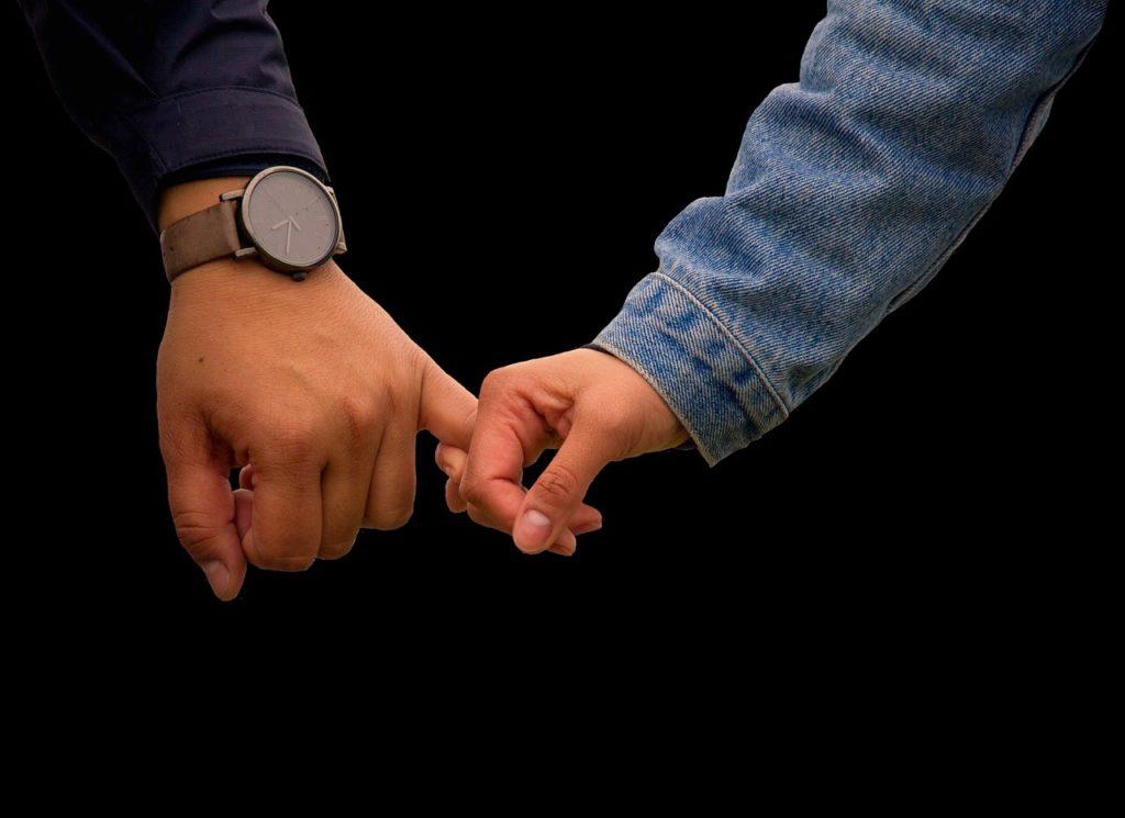 ロマンチックな手繋ぎ
