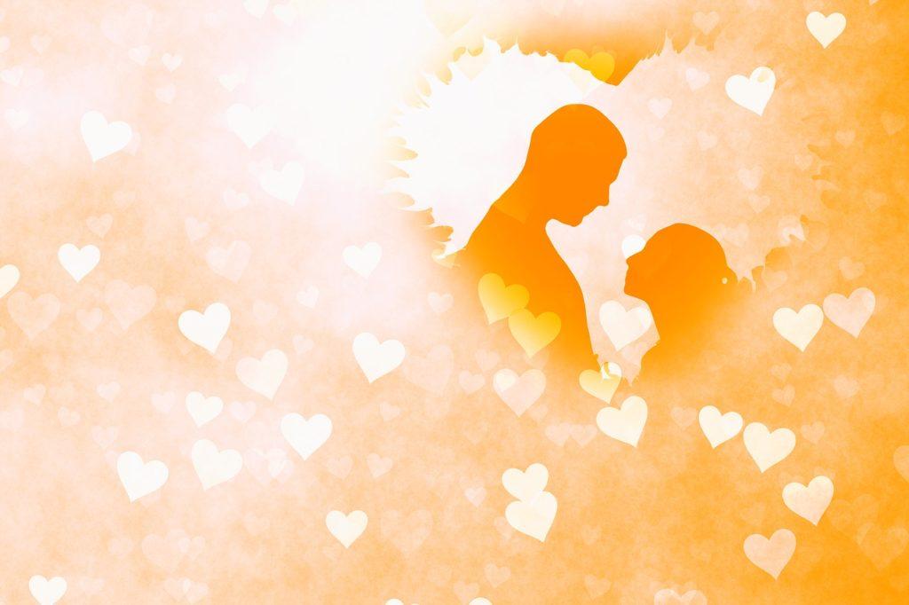 オレンジの背景とカップル